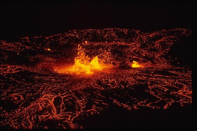 The+eruption+of+Kilauea+Volcano+at+Mauna+Uluh+may+cause+destruction+to+homes+in+Hawaii.