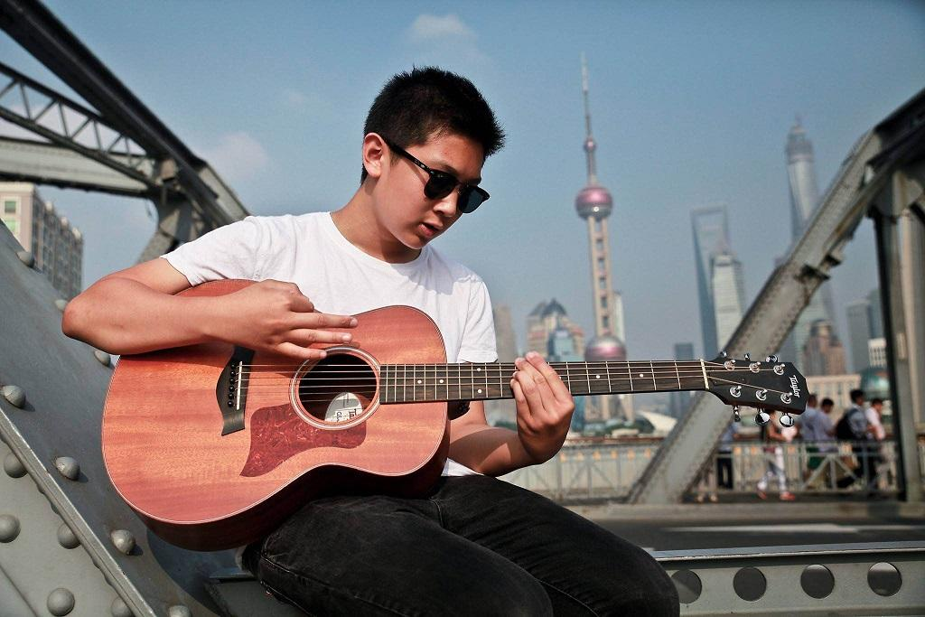 Sophomore Harrison Li hopes practices guitar skills.