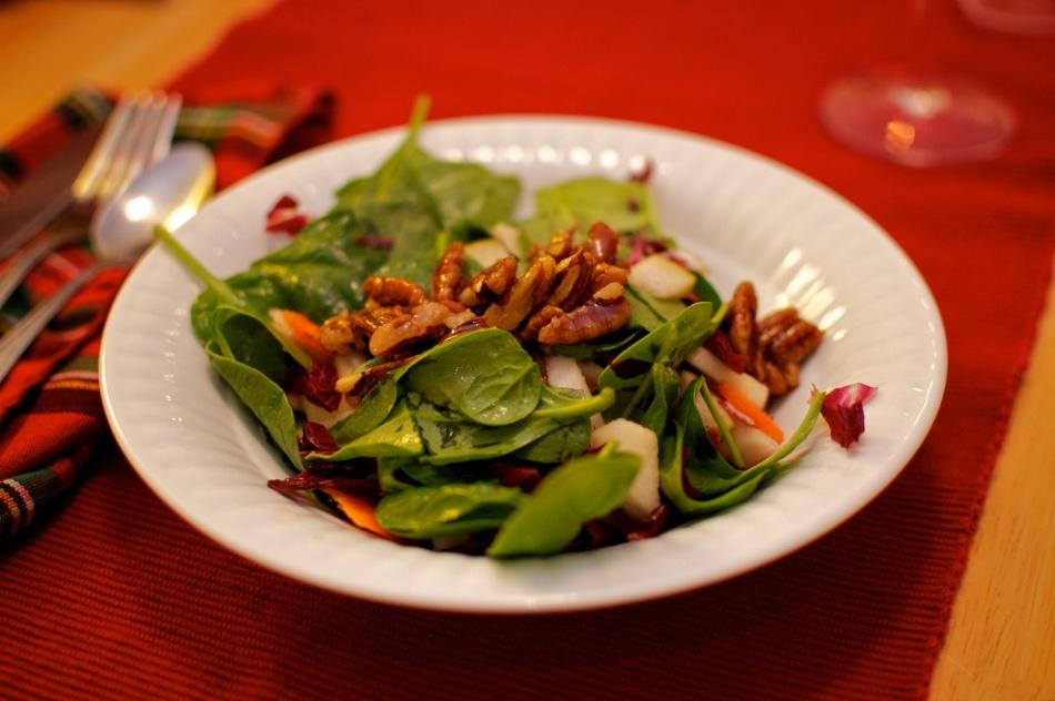 A Thanksgiving-inspired salad for those who wish to continue their healthy diet during the holiday season.