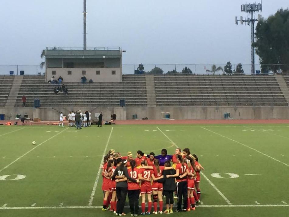 Girls soccer huddles during a match to prepare its strategy.