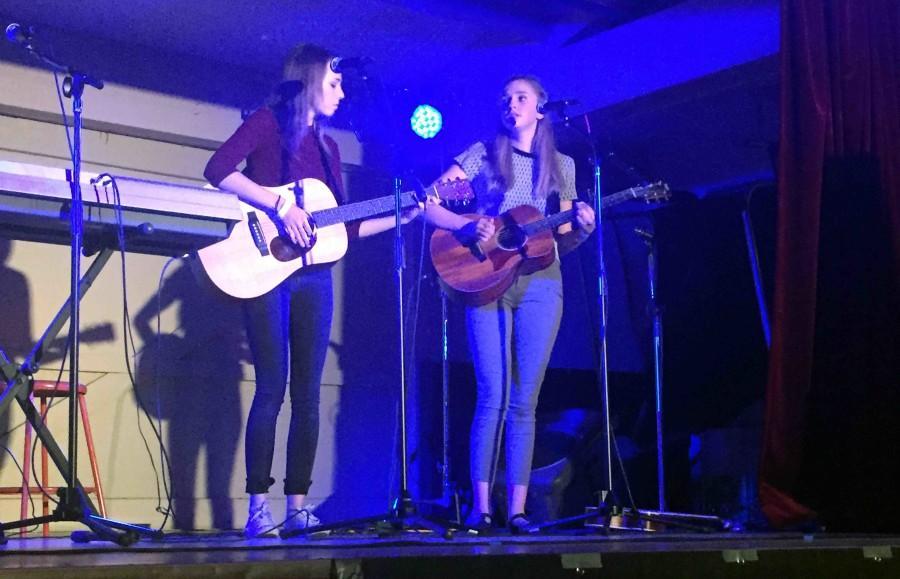Juniors+Noelle+McHenry+and+Cali+Watkins+perform+at+Akustikoff+in+Heritage+Park+on+Dec.+4.