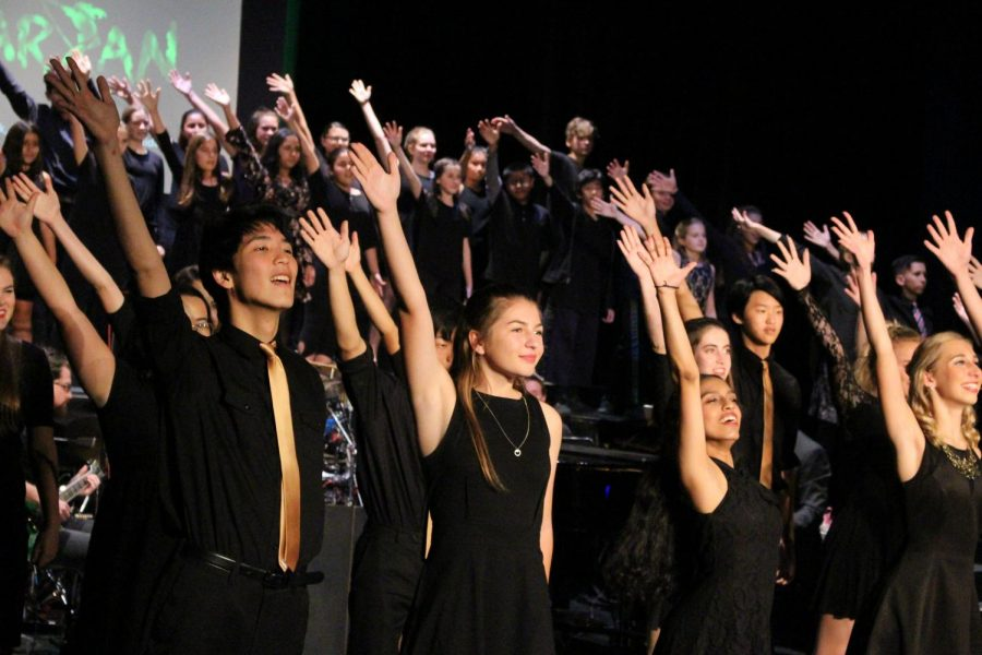 Talented+choir+students+sing+at+Broadway+Cabaret+in+the+theater+on+Nov.+16.