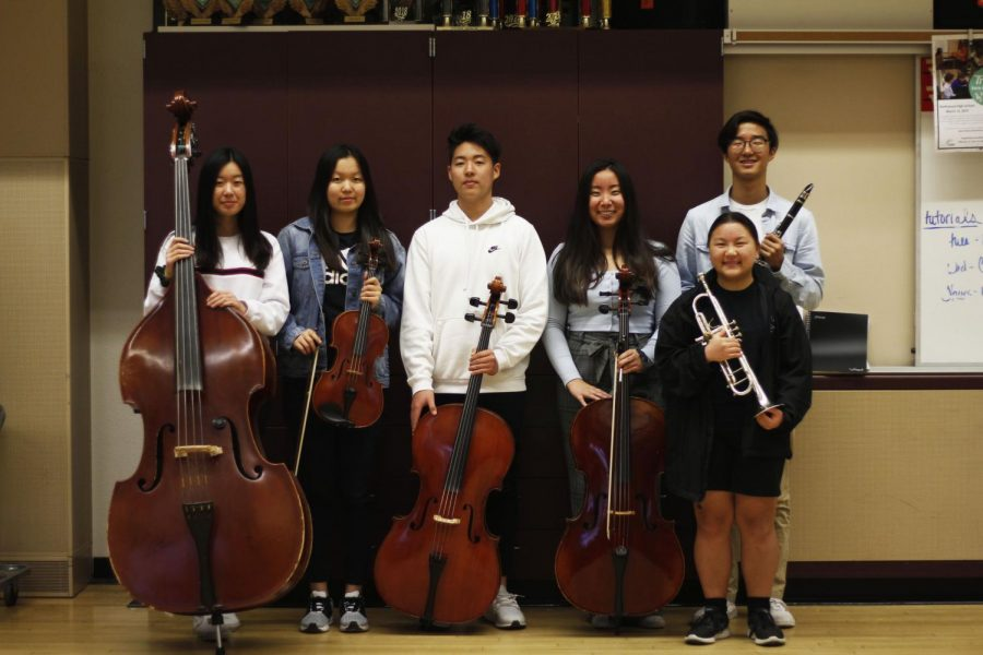 Juniors+Megan+Lu%2C+Claire+Kim%2C+Eric+Kim%2C+Allison+Hu%2C+Justine+Sato+and+Jay+Hong+pose+with+their+instruments+